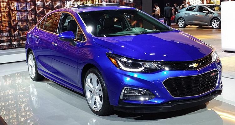 2016 Chevrolet Cruze  سبک تر، سریع تر و زیبا تر از مدل 2015 خود می باشد. این شورلت کروز جدید، قدرت 135 اسب بخاری خود را توسط یک موتور توربو شارژ 1.4 لیتری شش سیلندر تامین می کند. در زیر کاپوت این خودرو یک گیر بکس شش دنده اتوماتیک یا شش دنده دستی کار انتقال قدرت را به عهده دارد. مدل جدید 2016 کروز در بهار آینده با قیمت 17,495 دلار عرضه خواهد شد و مدل دیزلی آن در 2017 وارد بازار می شود.