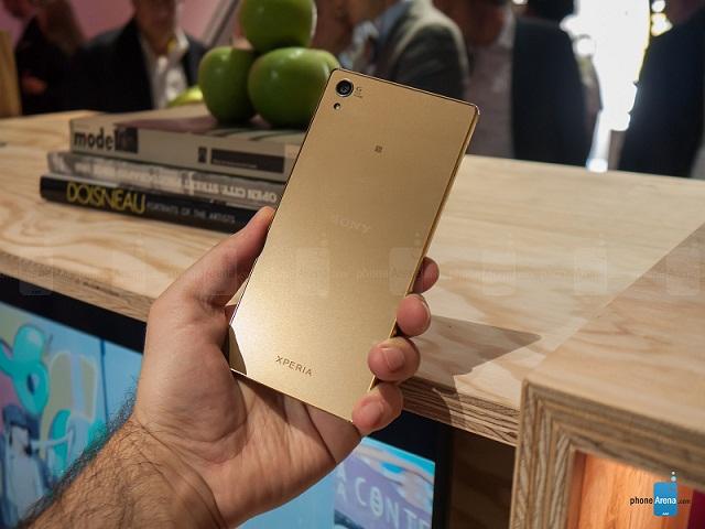 این گوشی که در ماه سپتامبر به طور رسمی معرفی شد، اولین گوشی هوشمندی است که به صفحه نمایش ۲۱۶۰ در ۳۸۴۰ پیکسلی (4K) مجهز می شود.