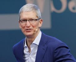 """تیم کوک، مدیر عامل اپل در سخنرانی شهر دابلین بعد از اغفال کننده خواندن لپ تاپ های سرفیس بوک مایکروسافت عنوان کرد: """"سرفیس بوک ، لپ تاپ نهایی مایکروسافت، به شدت تلاش می کند که کاربریِ بالایی داشته باشد."""""""