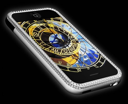 این گوشی به تنهایی دارای مجموع 17.75 قیراط الماس می باشد اما به همین جا ختم نمی شود