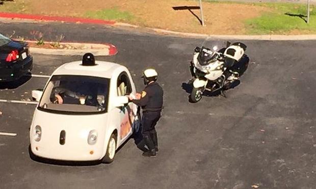 پلیس در روز پنجشنبه ماشین خودران گوگل را متوقف کرد اما به یک دلیل خاص قانونی!
