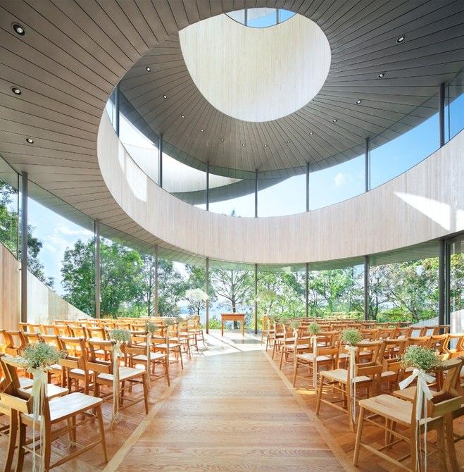هنگامی که یک مراسم عروسی برگزار می شود، عروس و داماد می توانند از این پله ها بالا بروند و در بالای این ساختمان به یکدیگر برسند