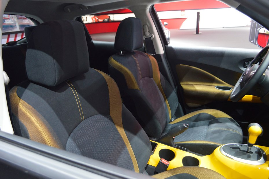 در استینگر ادیشن مشکی، شما یک خودروی مشکی رنگ را نظاره می کنید که با ترکیب بندی رنگ زرد در آیینه های بیرونی، دستگیره های در و اسپویلر عقب به خوبی خودنمایی می کند. رینگ ها در این ترکیب بندی رنگ مشکی هستند و نوار زرد رنگی بر روی سپر ها دیده می شود. فضای داخلی همان رنگبندی استینگر زرد را دارد. نیسان می گوید که مدل های جوک استینگر ادیشن در تولید محدودی عرضه خواهد شد. این مدل همانطور که در بالا نیز به آن اشاره کردیم از ژانویه 2016 در دسترس قرار می گیرد.