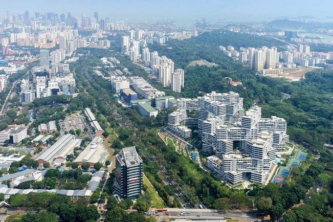 هر بلوک این آپارتمان ها 70 متر بلندی دارد و هشت حیاط بزرگ در اطراف آنها مرتب شده اند. این ترتیب انباشته شدن به این معنی است که فضاهای متفاوتی در سراسر سطوح مختلف ایجاد شده است.