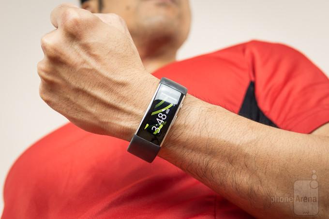 توسط این شارژر، مایکروسافت بند 2 خود را به ساعت رومیزی تبدیل کنید
