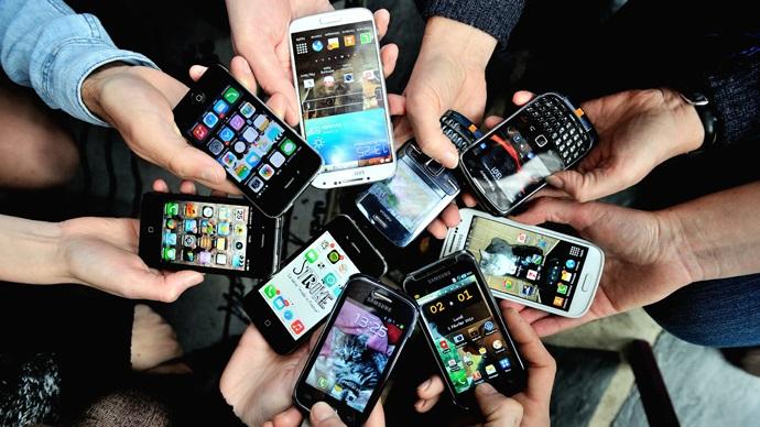 گوشی های فوق العاده ی 2016 در راه هستند و برخی از آنها کاملا ارزش آن را دارند که منتظر آنها بمانیم. در این مقاله یک لیست از بهترین گوشی های اندرویدی، آیفون، ویندوز موبایل و مدل های دیگر در برند های سامسونگ، اپل، سونی، HTC، LG و سایر تولید کنندگان بزرگ را در سال 2016 را معرفی می کنیم.