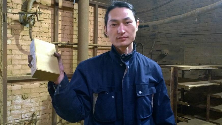 یک هنرمند چینی از آلودگی هوای شهر پکن آجر ساخت
