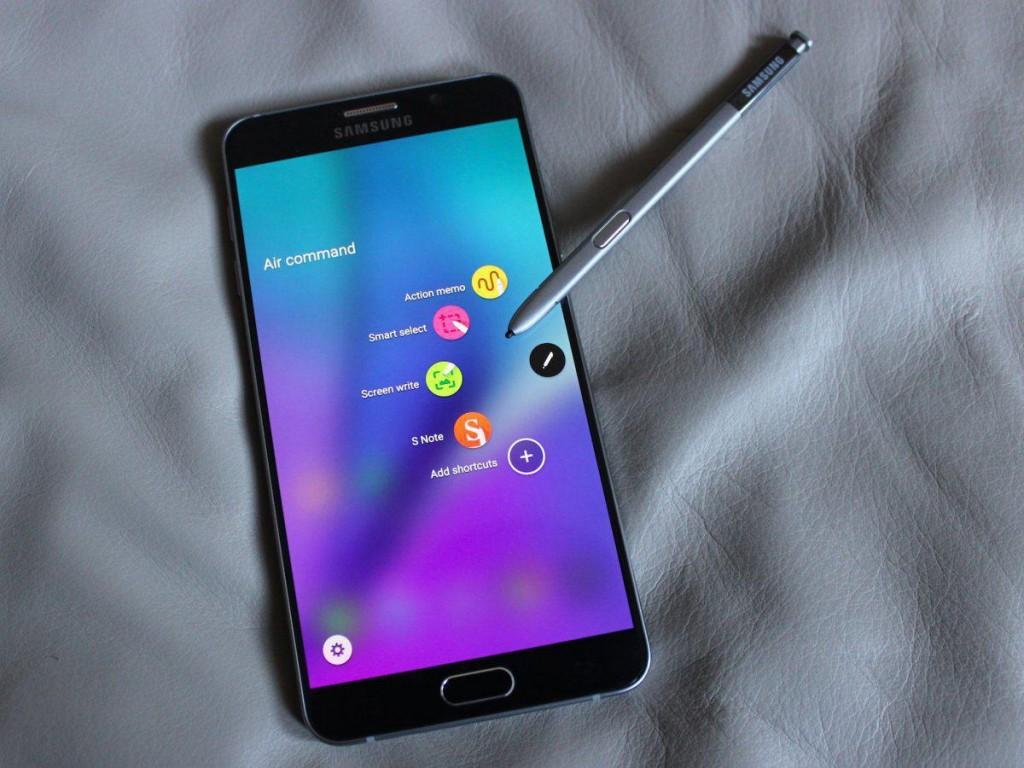 سامسونگ نوت 5، بسته ای از ویژگی های متفاوت، به همراه صفحه نمایشگر بزرگ و یک قلم مخصوص است