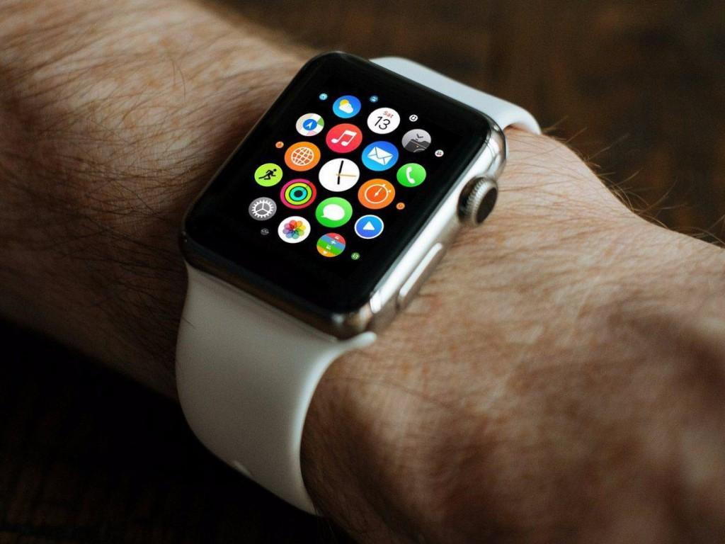 پیش بینی شده بود که اپل واچ ساعت منتخب سال 2015 باشد