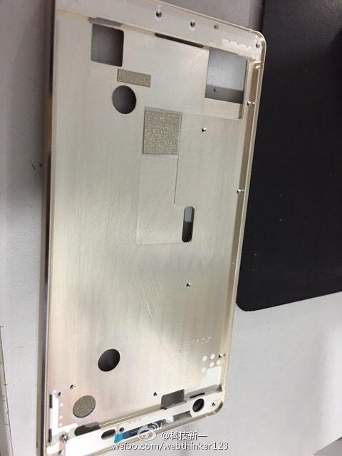 مشخصات قاب این گوشی و جک هدفون آن، در درجه ی اول گوشی گلکسی اس۶ را به ما یاداوری می کند.