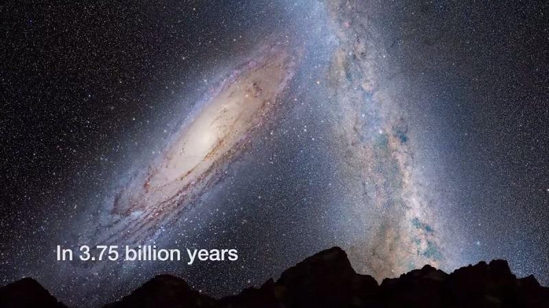 دقیقا قبل از برخورد آندرومدا، ساکنان زمین نمای فوق العاده زیبایی را در آسمان شب شاهد خواهند بود. در سمت چپ تصویر، شاهد کهکشان آندرومدا هستید که به کهکشان راه شیری نزدیک می شود، و دلیل آن جاذبه ی گرانشی متقابل است.