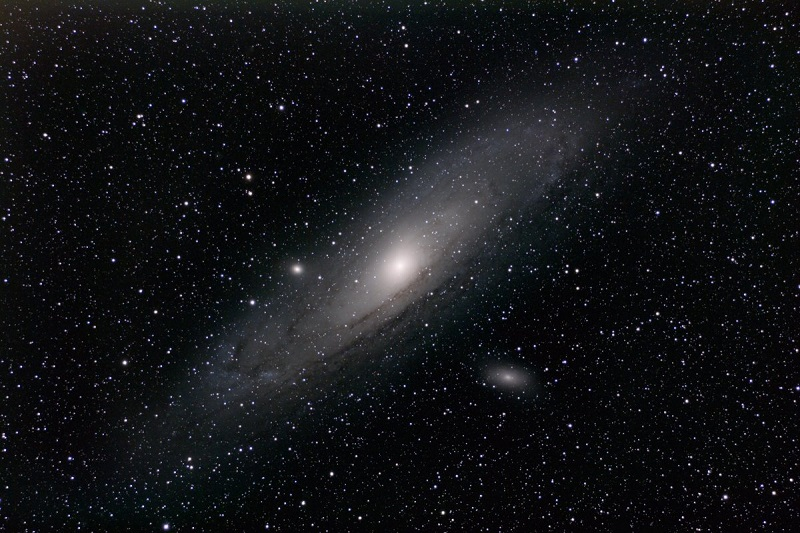در حال حاضر، کهکشان آندرومدا در فاصله ی 2.5 میلیون سال نوری قرار دارد، زمانیکه در کمتر از 4 میلیارد سال دیگر با کهکشان راه شیری برخورد کند، وارد جریان عظیمی خواهد شد که تا میلیاردها سال به طول می انجامد. به دنبال این برخورد عظیم، بافت کهکشان راه شیری از بین رفته و کهکشان جدیدی شکل خواهد گرفت.