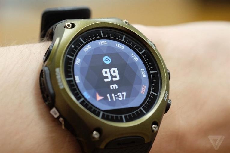 ساعت هوشمند کاسیو مطابق با استاندارد های نظامی MIL-STD-810 برای افتادن، ضربه خوردن و تا 50 متر ضد آب بودن، طراحی شده است.