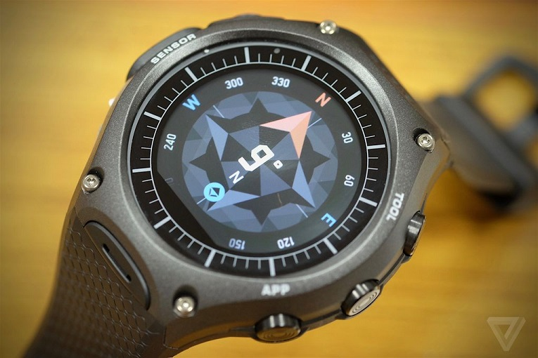 ساعت هوشمند کاسیو اسمارت WSD-F10) Outdoor) ، یک دستگاه مبتنی بر اندروید ویر، با طراحی بسیار زیبا و تنومند به شکل یک ساعت اسپورت است.