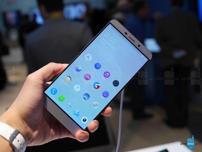 لمکس پرو با صفحه نمایشی ۶.۳۳ اینچی فبلتی بزرگ محسوب می شود و استفاده از آن با یک دست قطعا سخت است.