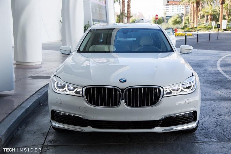 این ماشین برای رانندگی کردن مناسب نیست، بلکه برای افراد ثروتمندی طراحی شده که از داشتن راننده ی شخصی لذت می برند.