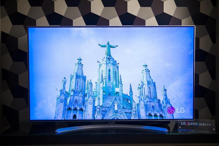 تلویزیون سوپر اولترا اچ دی ال جی در نمایشگاه CES 2016 (گالری)