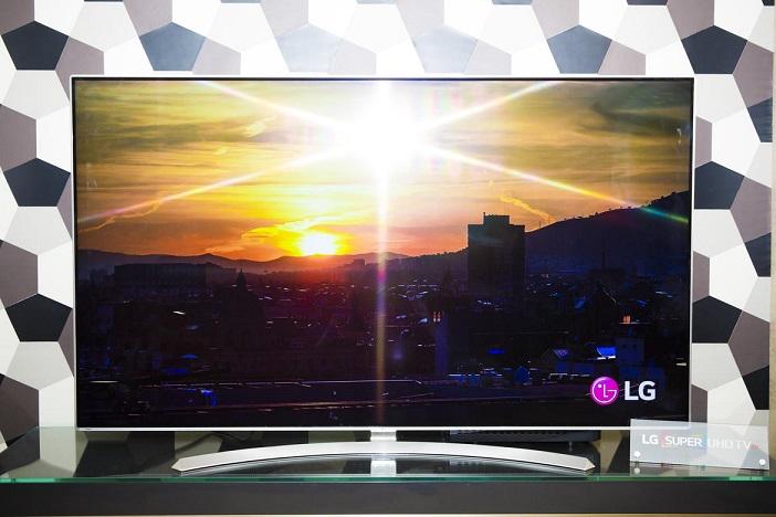 تلویزیون سوپر اولترا اچ دی ال جی ، UH9500 ، در نمایشگاه CES 2016 خودنمایی کرد.