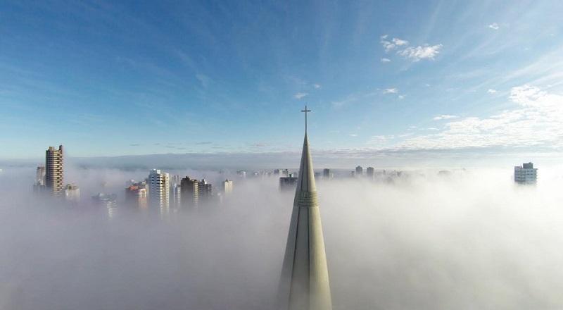 این عکس که فراز شهر مارینگا پارانای برزیل را نشان می دهد، توسط پهباد ریکاردو ماتیلو گرفته شده است. پهباد از غبار شهر عبور کرده و این تصویر را به ثبت رسانده است.
