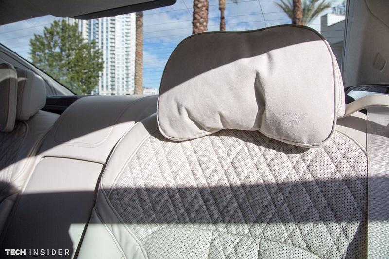 صندلی های مسافران در واقع صندلی های ماساژ دهنده هستند که همزمان از سیستم تنظیم گرمایش و سرمایش برخوردارند.