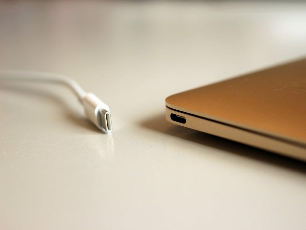 کابل شارژ مک بوک جدید اپل با برخی مشکلات و خرابی در طراحی مواجه است.
