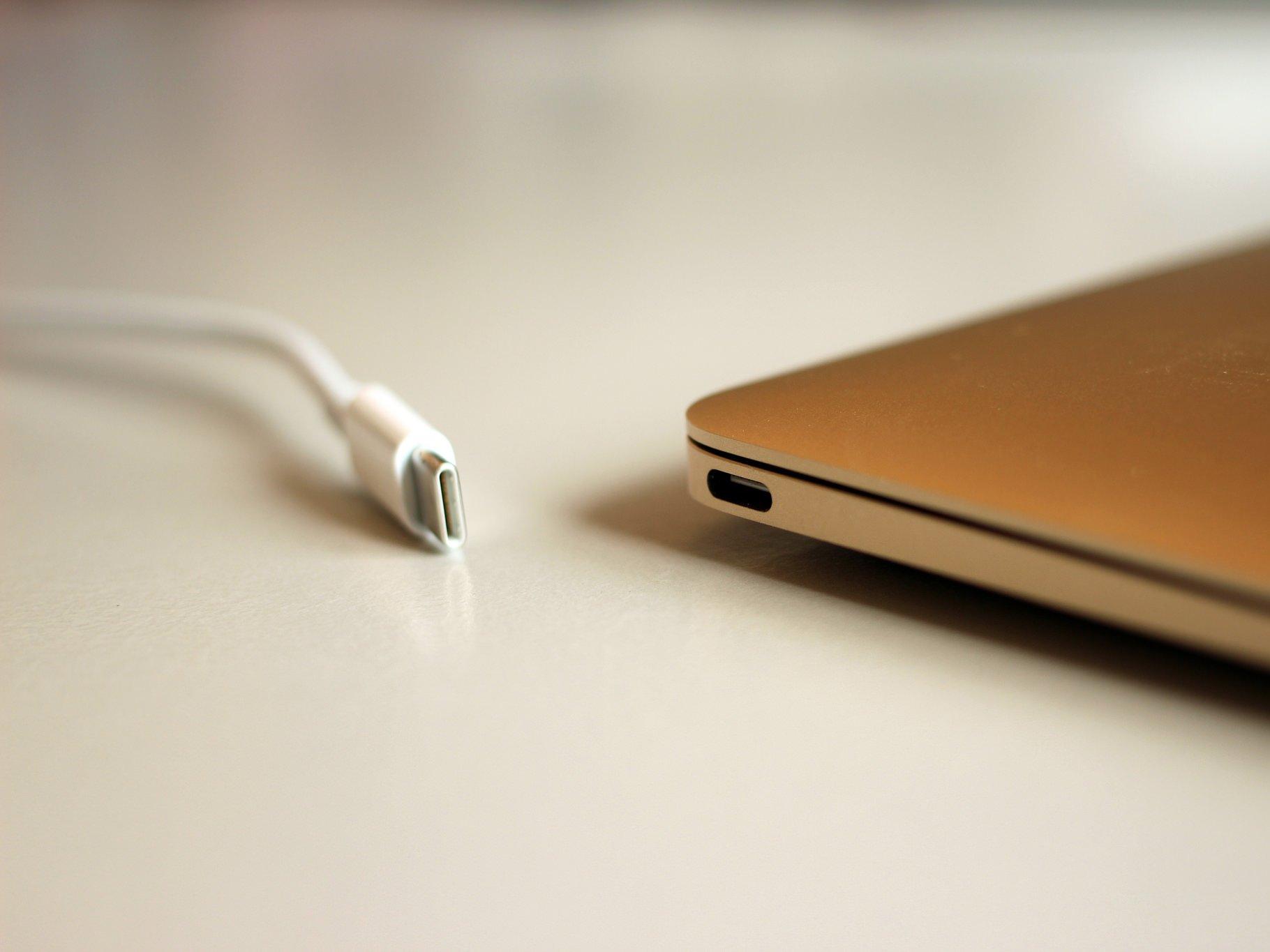 کابل شارژ مک بوک جدید اپل مشکلاتی دارد!