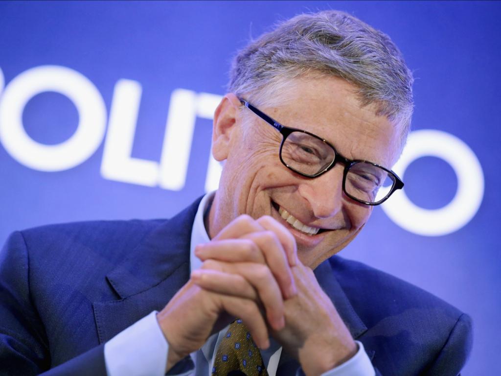 مؤسس مایکروسافت که در بین میلیاردرهای جهان ثروتمندترین آنها محسوب می شود، اولین درآمد میلیاردی خود را در سال 1987 در سن 31 بدست آورده است.