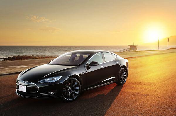 در نیمه ی اول سال ۲۰۱۳، ۱۰۵۰۰ مدل اس به فروش رسید.