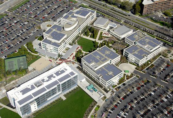 در ماه می سال ۲۰۰۸، این شرکت برای تامین توان برج نظارت و سرور، برای بریتیش موتورز (British Motors) و ای بی (eBay)، سیستم های برقی تامین شده با انرژی خورشیدی ساخت.