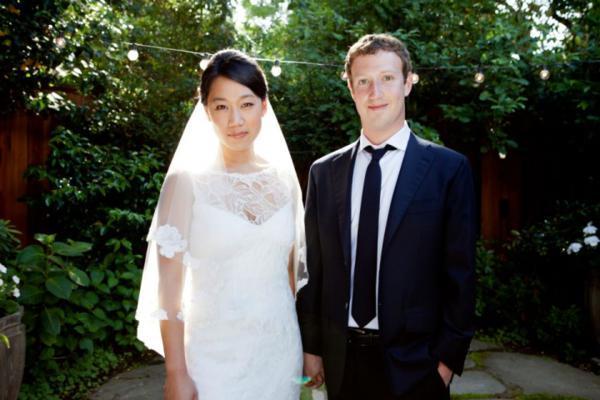 مارک در ماه می سال ۲۰۱۲ با دوست دیرین خود، پریسیلا چان (Priscilla Chan) در پالو آلتو، کالیفرنیا ازدواج کرد.