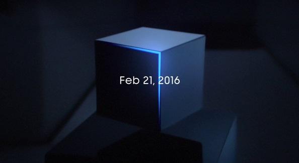 در عکس بعدی، تصویر پس زمینه همان است اما این بار تاریخ 21 فوریه 2016 در بالای ان نقش بسته است.