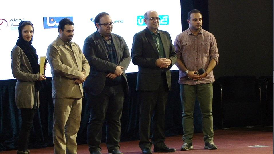 اهدای جوایز به برندگان جشنواره وب و عکس یادگاری - 1