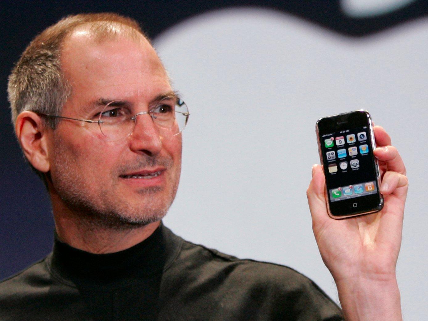 حرف i در آیفون و دیگر محصولات اپل به چه معنا است؟