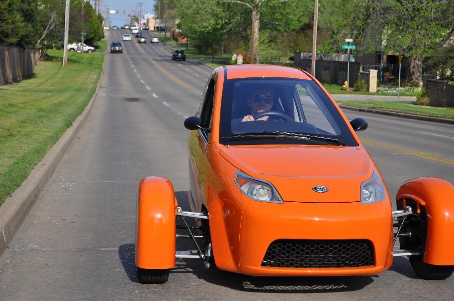الیو: الیو طراحی منحصر بفردی دارد، این خودرو با سوخت کم و قیمت مقرون به صرفه ای طراحی شده است. موتور سه سیلندر الیو، 55 اسب بخار قدرت دارد.