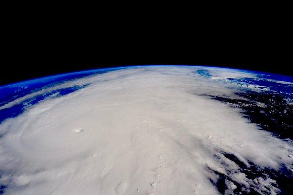 طوفان پاتریشیا (Patricia) دومین طوفان شدید گرمسیری در تاریخ بود که ثبت شد و ۶ تلفات به جای گذاشت. اسکات کلی با دیدن آن بر فراز مکزیک از قبل به تهدید آن اشاره کرده بود.