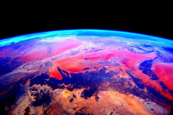این عکس بسیار زیبا و رنگارنگ در فوریه توسط کلی ارسال شد و پارک ملی Tassili N'Ajjer الجزایر را نشان می دهد.