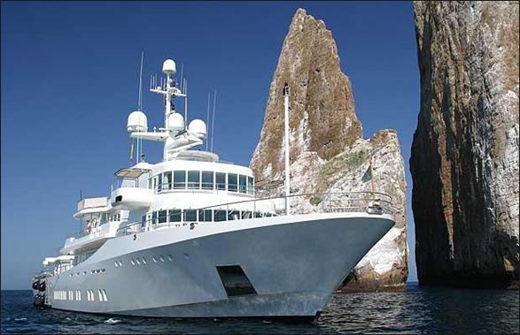 """پیج در سال ۲۰۱۱ یک قایق شخصی """"Sneses"""" ۱۹۳ فوتی را که به قیمت ۴۵ میلیون دلار بود از آن خود کرد."""