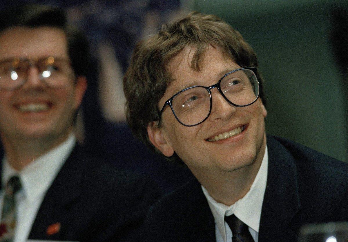 اگر شما یک سهم از سهام مایکروسافت را که در عرضه ی عمومی (IPO) در ۱۳ مارس سال ۱۹۸۶ به ارزش ۲۱ دلار بود، خریداری می کردید، هم اکنون سهامی به ارزش ۱۴۹۹۰ دلار داشتید. این امر از افزایش فوق العاده ی ۷۱۲۸۳ درصدی پس از گذشت ۳۰ سال خبر می دهد.