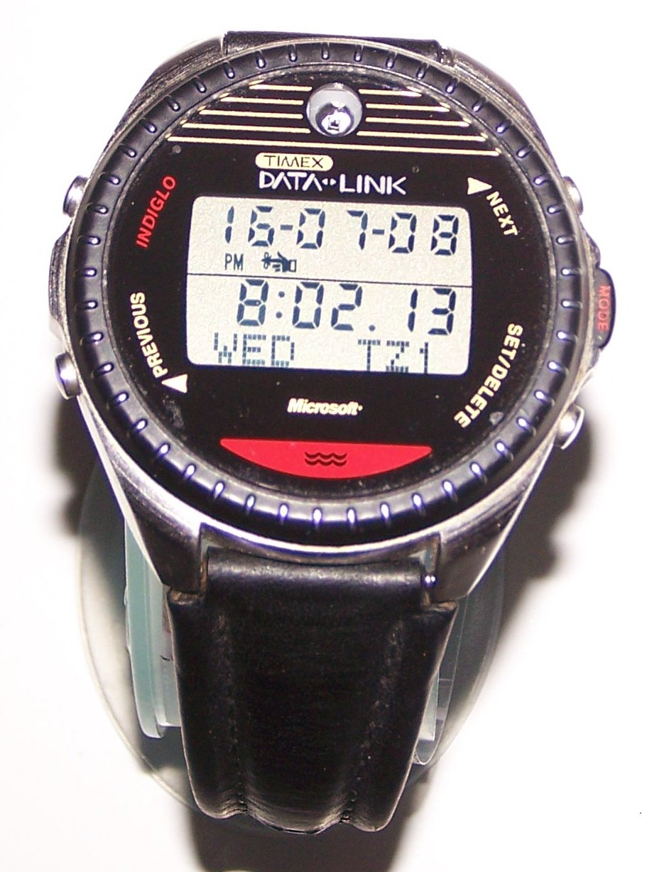 در سال ۱۹۹۴، تیمکس (Timex) و مایکروسافت، ساعت دیتالینک ۱۵۰ (Datalink 150) را با یکدیگر طراحی کردند. این اولین ساعت هوشمندی است که اپل ۱۲ سال بر روی آن کار کرد.