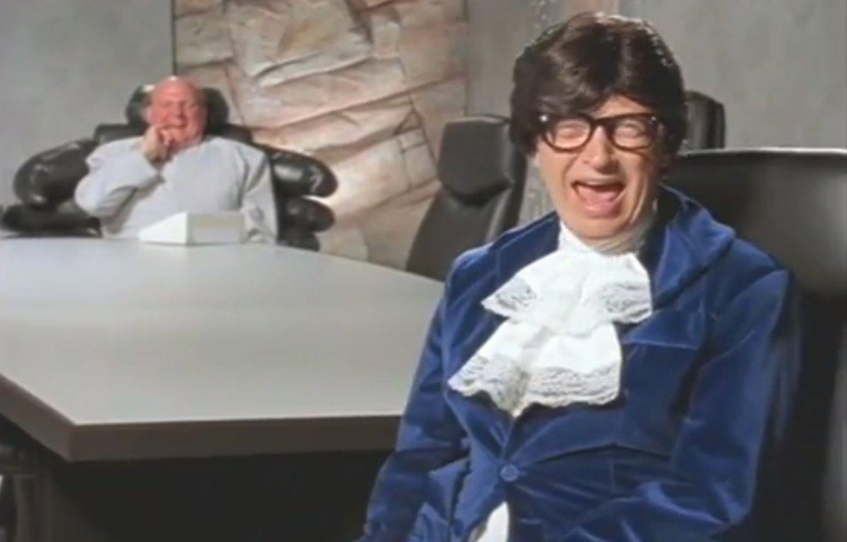 در سال ۲۰۰۰، بیل گیتس و استیو بالمر اغلب در فیلم های انگیزشی و خنده دار برای کارمندان مایکروسافت ظاهر شدند.