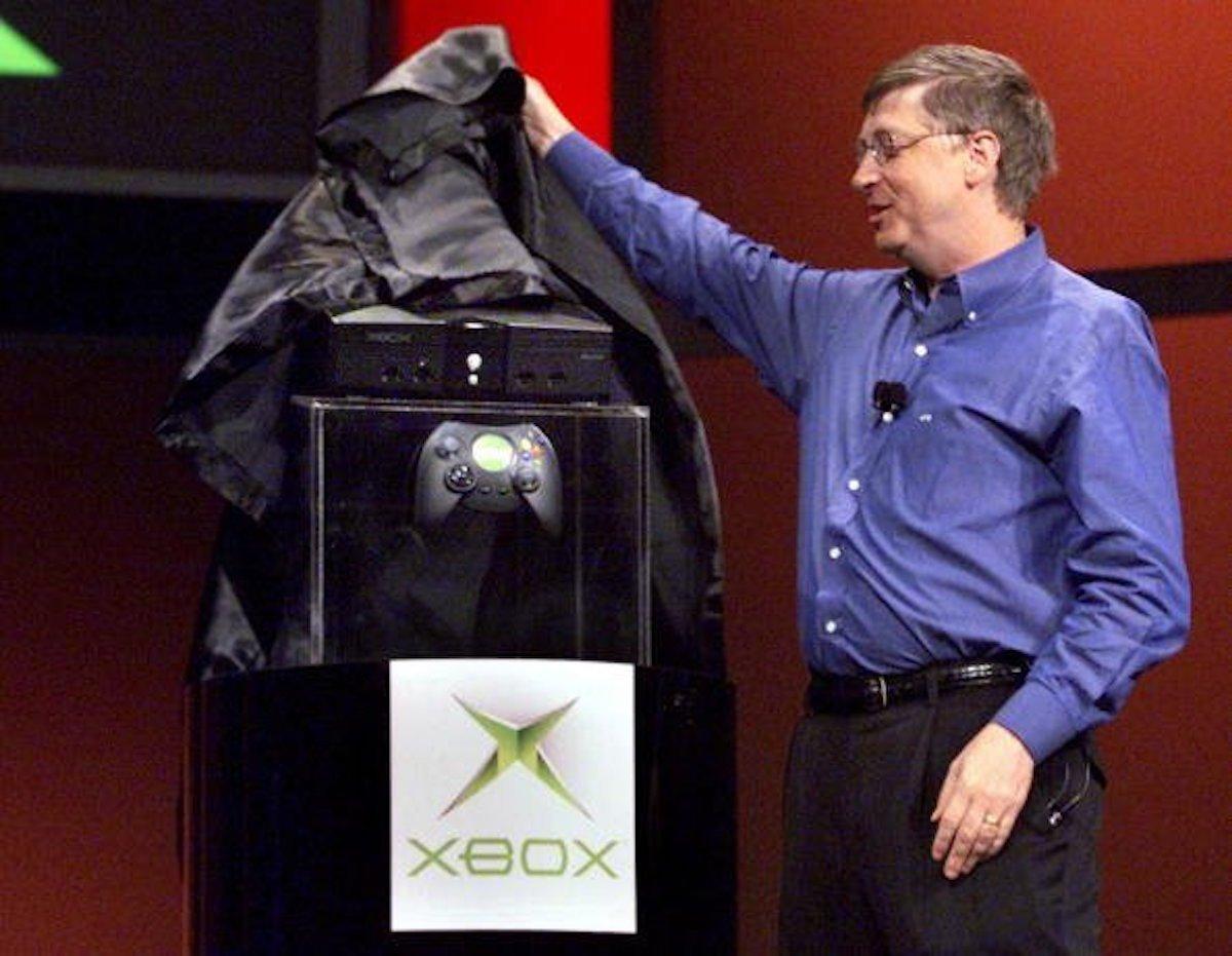 """مایکروسافت در سال ۲۰۰۱ کنسول بازی ویدئویی ایکس باکس را منتشر کرد. """"Xbox"""" کلمه ی اختصاری """"DirectXBox"""" است –DirectX نرم افزار بسیار مهمی بر روی مایکروسافت ویندوز است که گرافیک با کیفیت بالایی برای بازی ها را ایجاد می کند."""