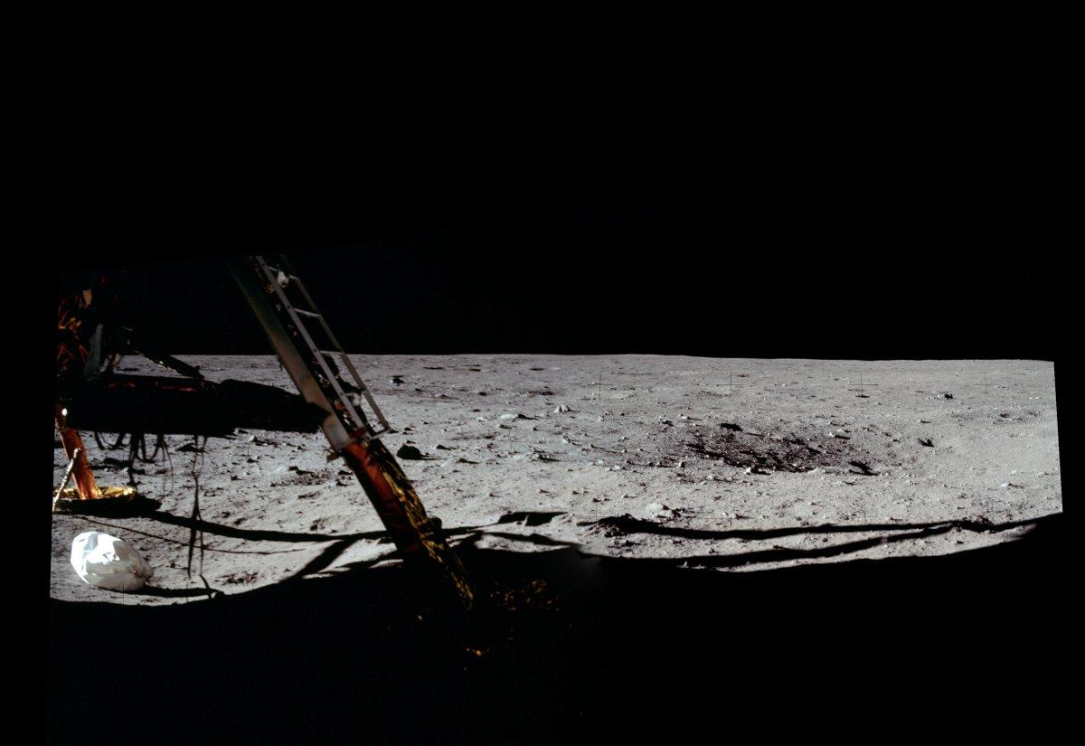 حالا دیگر آنها روی سطح ماه پا گذاشته اند و می توانند کاوش روی سطح آن را آغاز کنند.