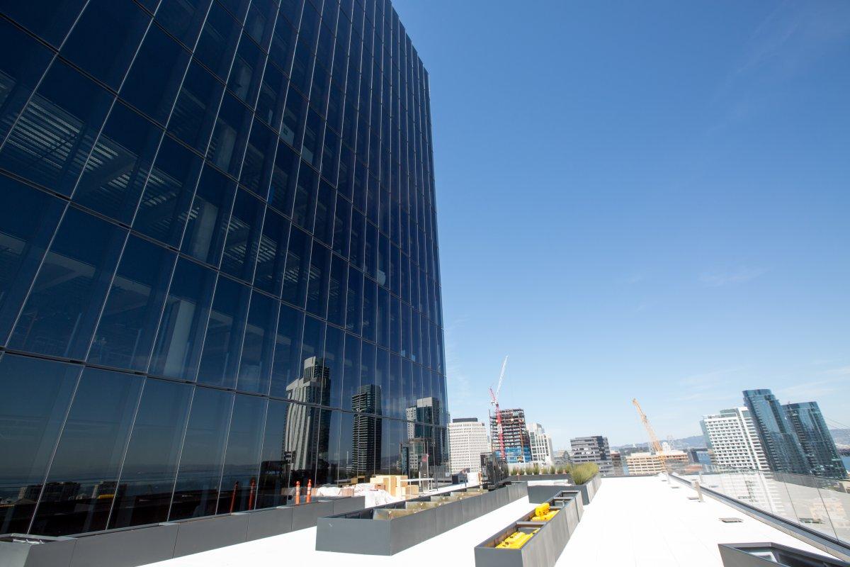 در طبقات میانی این ساختمان این محوطه قرار گرفته است.