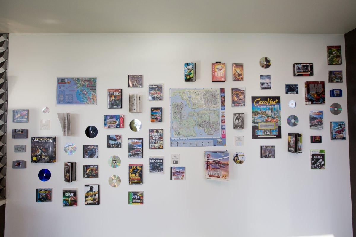 یک دیوار دیگر هم برای بزرگداشت خود این بازی ها وجود دارد.