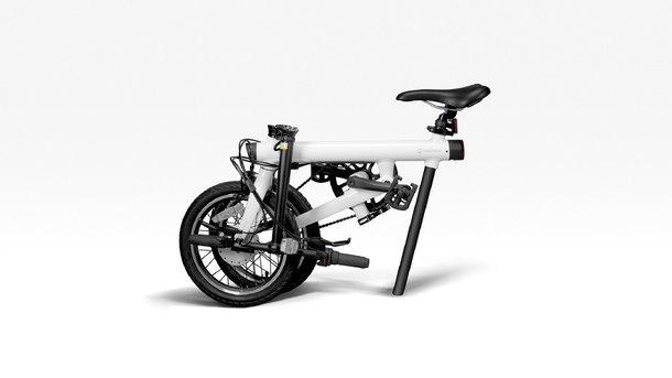 این دوچرخه تاشو است و هنگامی که تا شود، سایز آن نصف حجم حالت معمولی خواهد شد.
