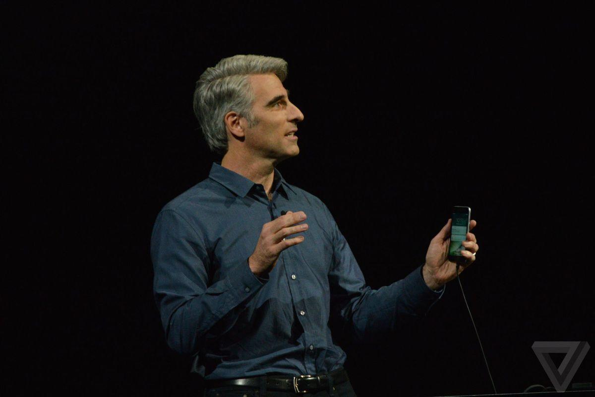 """Craig Federighi تغییرات iOS را برای حضار بدین گونه بیان کرد که بزرگ ترین به روز رسانی iOS تا به امروز برای کاربرانمان صورت پذیرفته است. از جمله این بروز رسانی ها می توان به بازطراحی کامل سرویس های اپل مپس و اپل میوزیک، نوتیفیکیشن های جدید و گسترش نقش ها و توانمندی های لمس سه بعدی اشاره کرد. یک ویژگی جدید به نام """"raise and wake"""" باعث خواهد شد تا هنگامی که آیفون خود را بر می دارید، صفحه قفل گوشی برای شما نمایان شود و با توجه به نوتیفیکیشن های بهبود یافته، می توانید در همین حال و توسط لمس سه بعدی با آیفون خود تعامل داشته باشید."""
