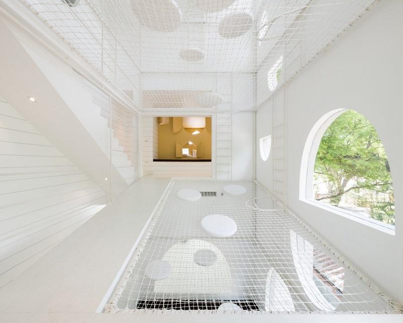 بهترین طراحی داخلی خانه: خانه ی جری؛ یک ویلای تفریحی در ساحل Cha Am تایلند برای یک خانواده ی پر جمعیت که توسط Onion طراحی شده است.