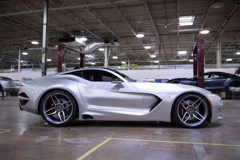 1. هنریک فیسکر در ژانویه ی گذشته، از ماشین 230000 دلاری خود رونمایی کرد؛ عرضه ی این ماشین در ماه آگوست انجام خواهد شد. نهایت سرعت ماشین اسپرت فوق العاده زیبایی که در تصویر مشاهده می کنید، 200 مایل بر ساعت (321 کیلومتر بر ساعت) اعلام شده است.