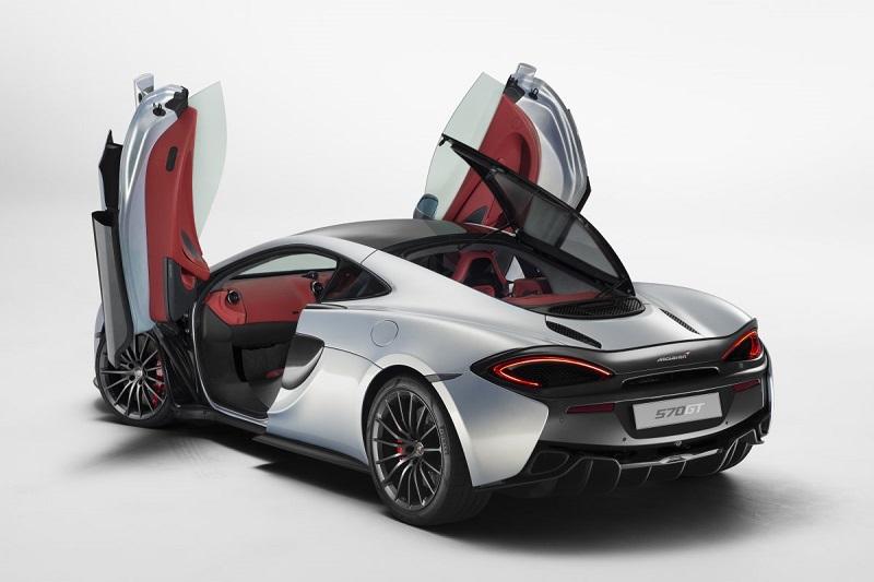 3. ماشین مک لارن 570 جی تی (McLaren 570GT) در اواخر فوریه رونمایی شد و یکی از زیباترین های امسال به شمار می رود. این ماشین با قیمتی کمتر از 200000 دلار در دسترس خواهد بود.