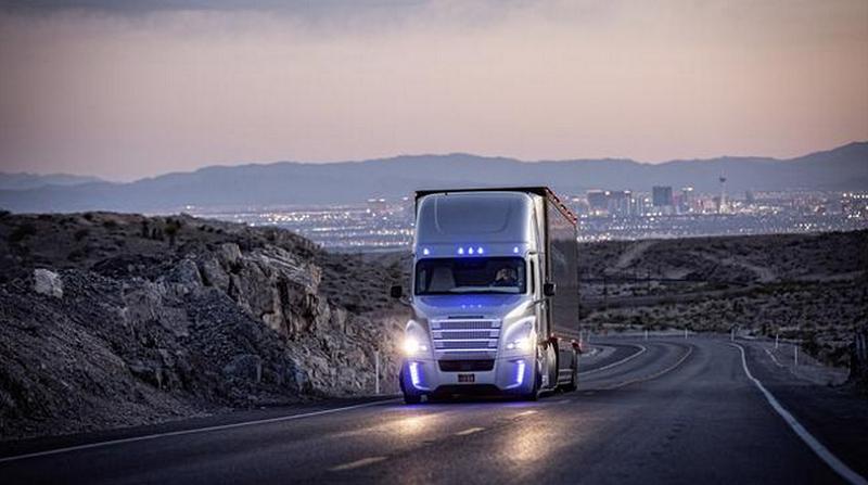 دیملر، سازنده ی مرسدس بنز برای آماده سازی کامیون های خودران تا سال 2020 برنامه ریزی کرده است.